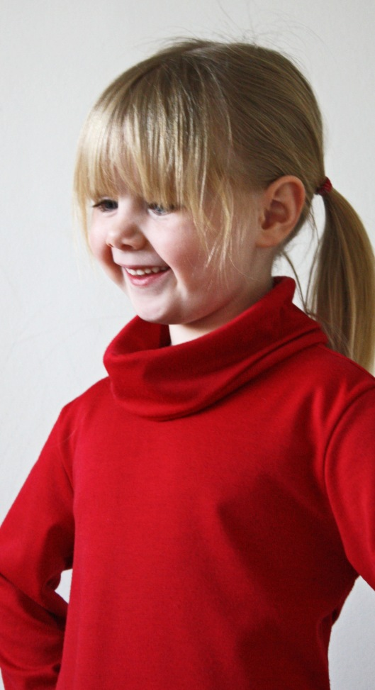 Red dress is a Heidi and Finn cowl neck dress I finished before Christmas. I love this pattern! You may have noticed ;-)